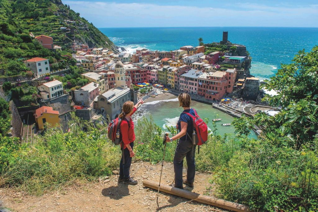 italy two hikers